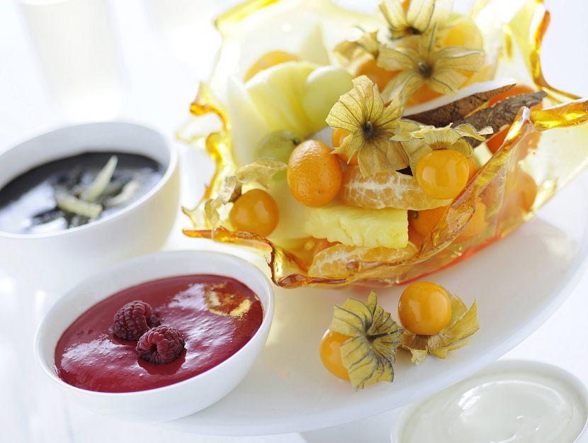 fonduta-di-frutta-in-cestini-di-caramello immagine
