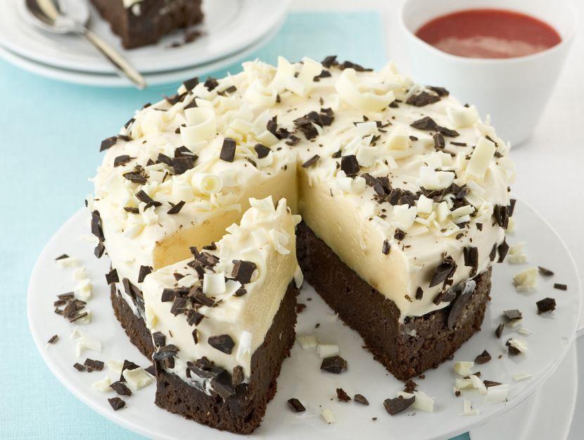 Torta con marquise e mousse al cioccolato