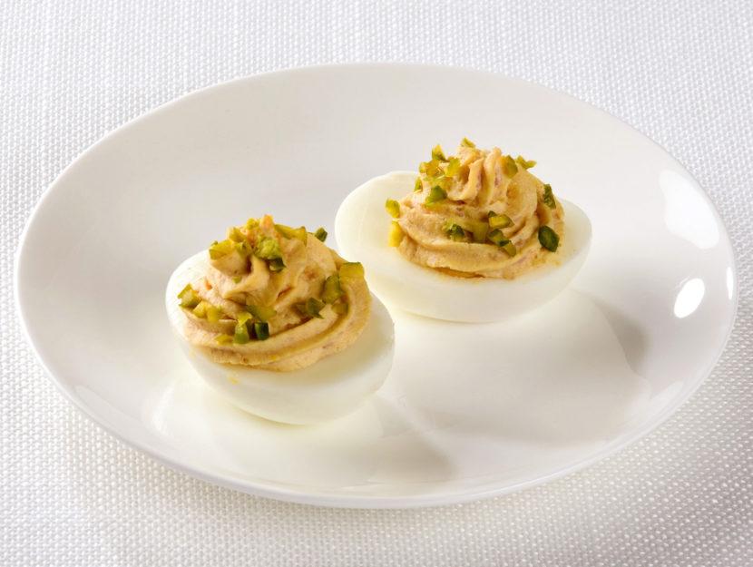 uova-sode-con-prosciutto-e-pistacchi