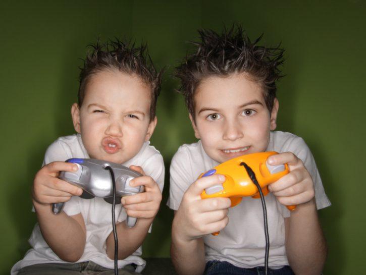 bambini-videogiochi-videogames-giocare