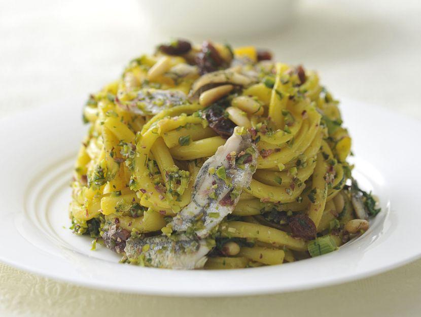 timballo-di-pasta-con-finocchietti-alici-e-pistacchi-di-bronte