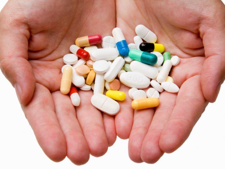 mani-medicinali-farmaci