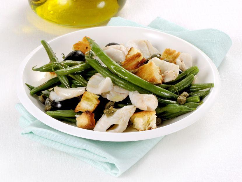 insalata-di-fagiolini-con-pane-e-filetti-di-nasello