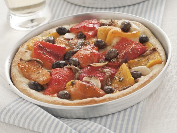 pizza-con-peperoni-olive-e-acciughe preparazione