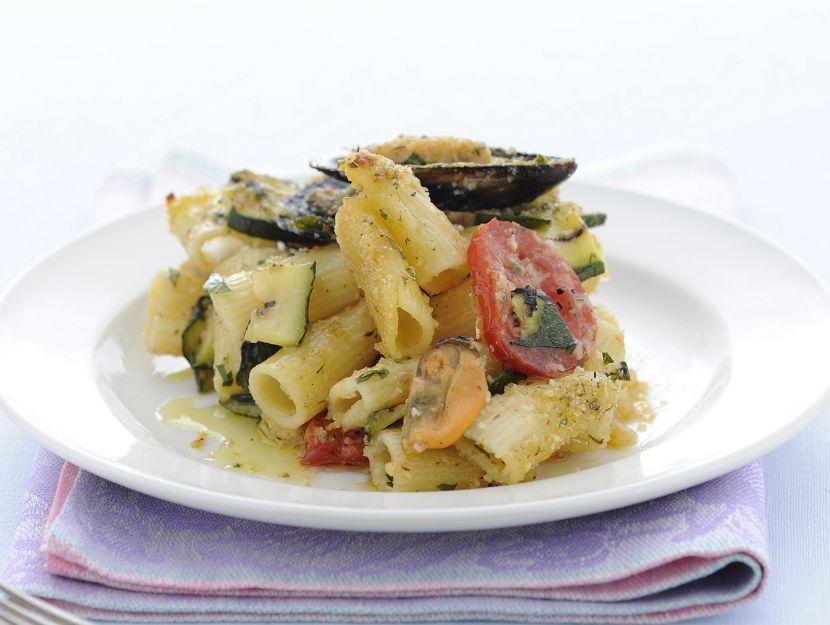 mezzi-rigatoni-con-cozze-pomodori-e-zucchine