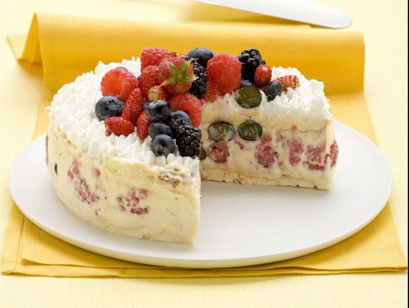 torta-meringata-con-i-frutti-di-bosco immagine