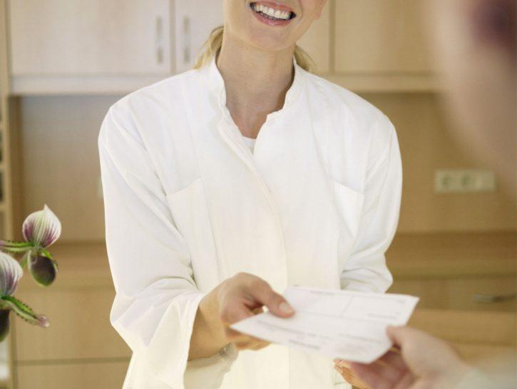 infermiera-hostess-recepionist-terme