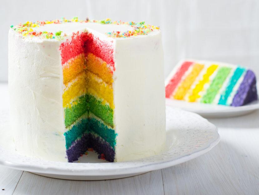 Torta arcobaleno o rainbow cake