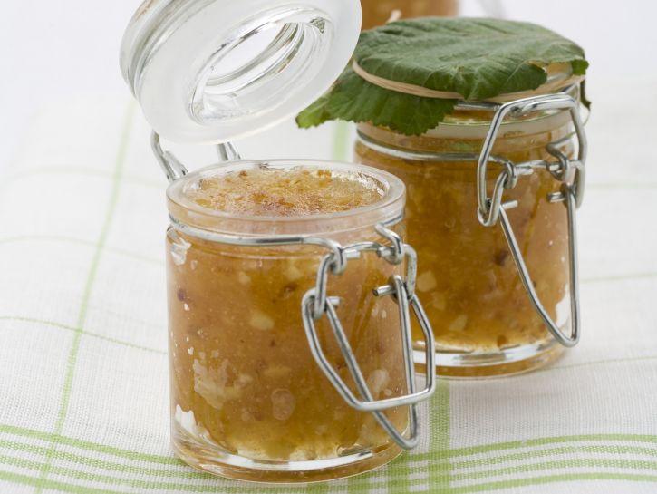 confettura-di-mele-con-nocciole-tostate preparazione