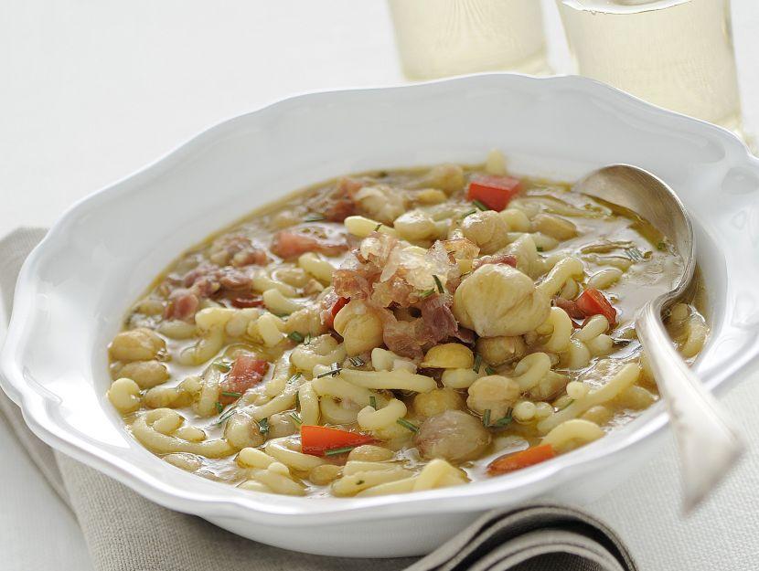 minestra-di-gramigna-con-ceci-e-prosciutto