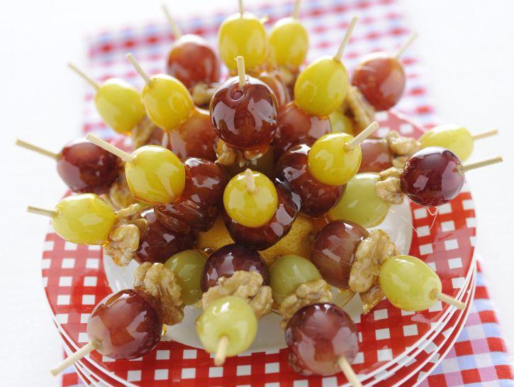 spiedini-di-uva-caramellata immagine