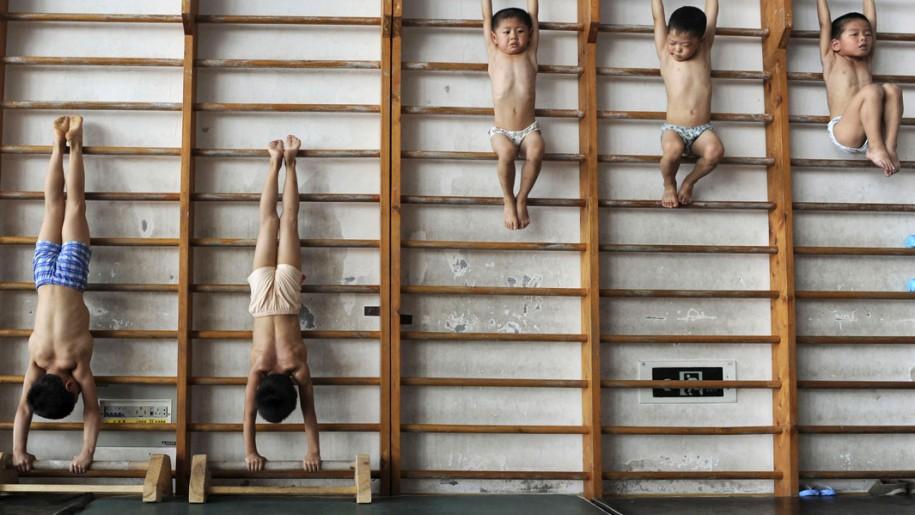 Giovani ginnasti cinesi
