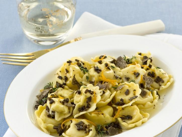 tortelli-con-fonduta-e-tartufo-nero foto