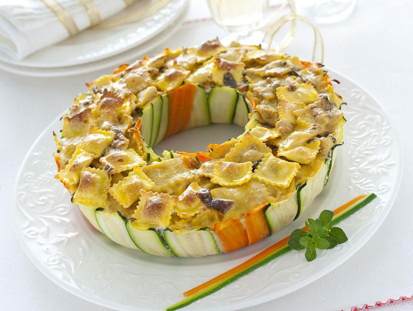 corona-di-zucchine-con-raviolini immagine