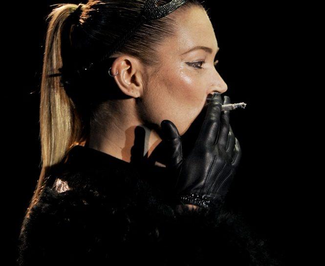 kate moss sigaretta parigi 06