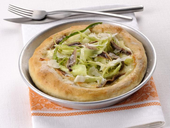 pizza-bianca-con-mozzarella-e-acciughe