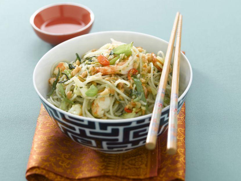 thai-noodles-al-pesto-di-noccioline-con-gamberi ricetta