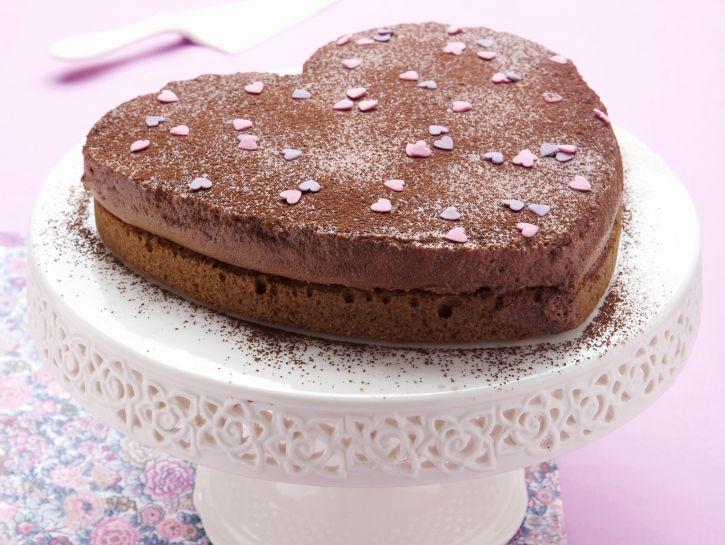 torta-a-cuore-con-mousse-gianduia immagine