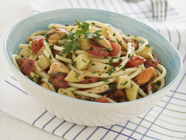 spaghettoni-con-cozze-e-patate immagine