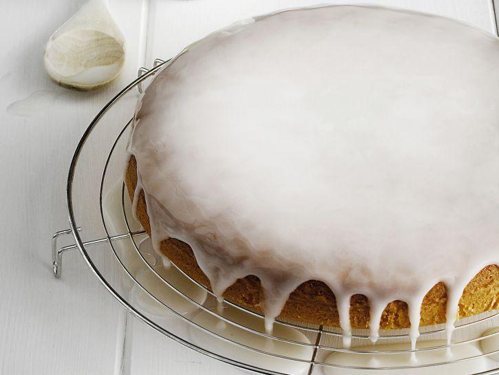 torta di yogurt con glassa bianca di zucchero