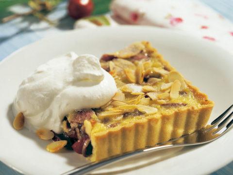 Crostata di ciliegie alla crema di mandorle e cioccolato