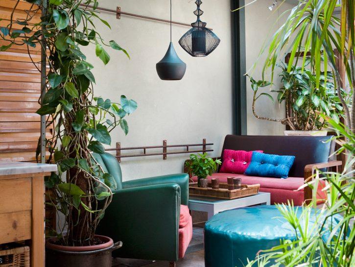 Un patio colorato dalle note d'Oriente