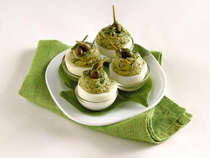 uova-sode-con-mousse-di-capperi
