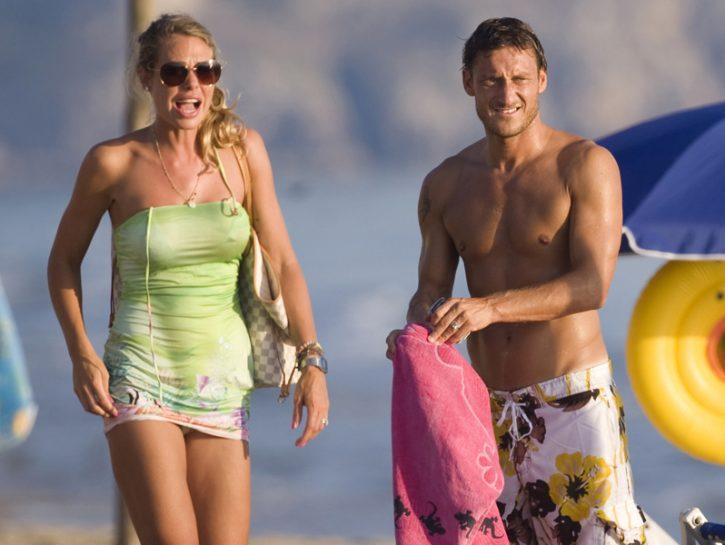 Ilary e Totti in spiaggia