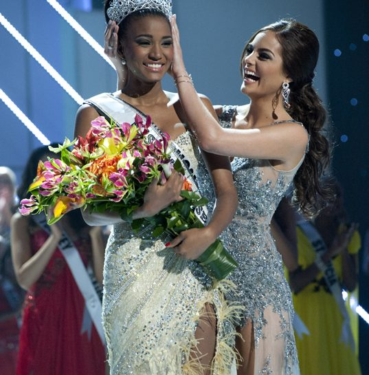 miss universo13911 cover