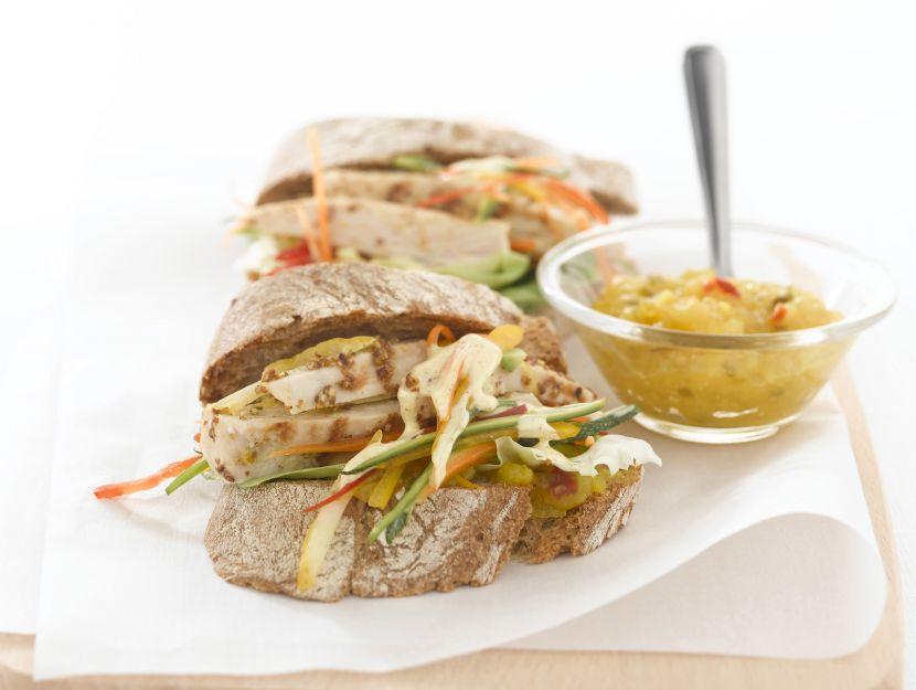 panino-con-verdure-al-curry-e-pollo