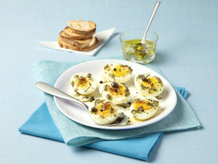 Uova ripiene con capperi e acciuga