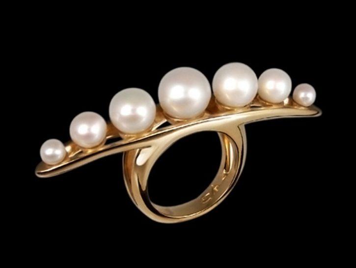 I gioelli erotici di Betony Vernon: l'anello di perle