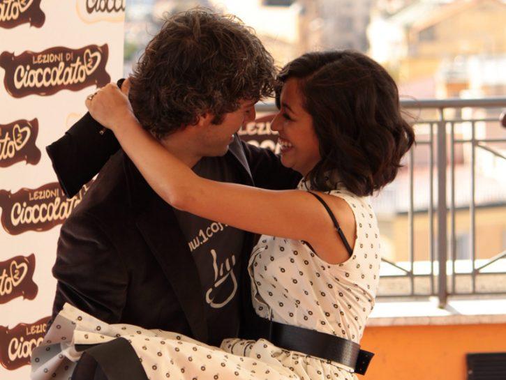 Luca Argentero abbraccia Nabiha Akkari