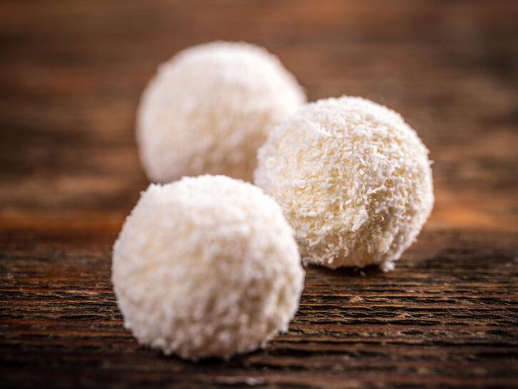 Tartufi al cioccolato bianco - Credits: Olycom