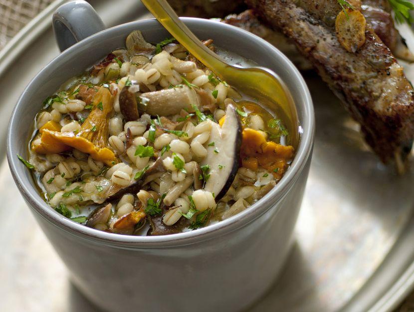 minestra-di-orzo-con-funghi-misti