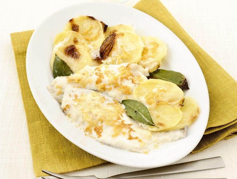 gratin-di-filetti-di-orata-e-patate-al-latte-e-alloro
