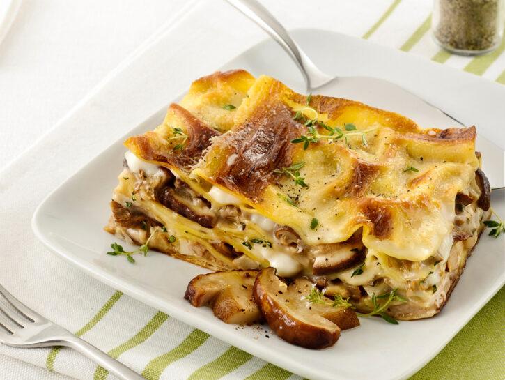 Lasagne con funghi crescenza e noci