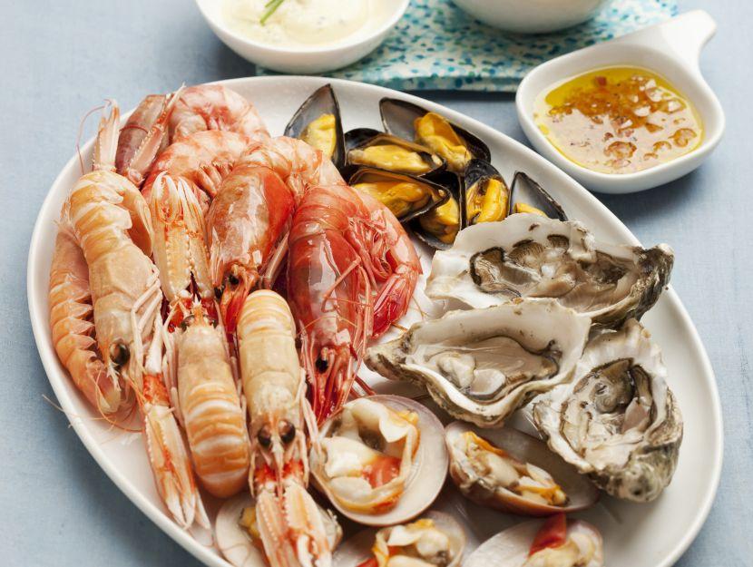 plateau-di-frutti-di-mare-cotti-con-salsina preparazione