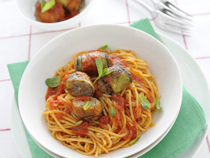 spaghetti-al-pomodoro-con-polpettine