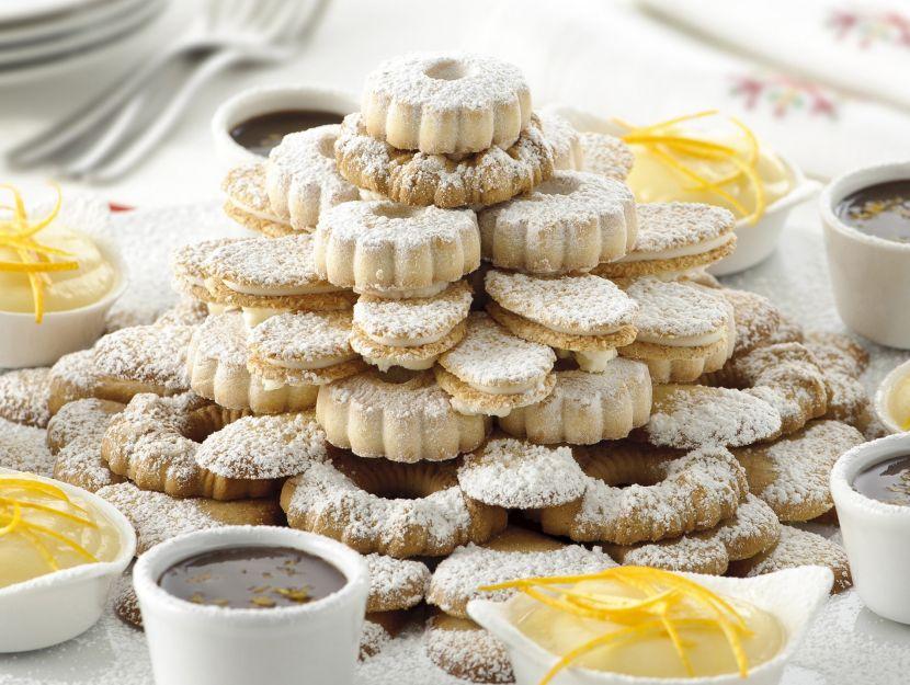 piramide-di-biscotti-con-creme-allarancia
