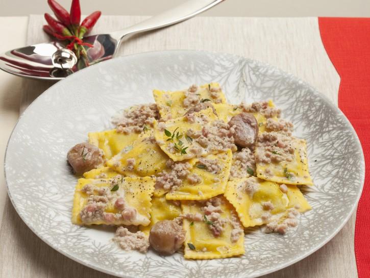 tortelli-di-ricotta-al-ragu-di-castagne