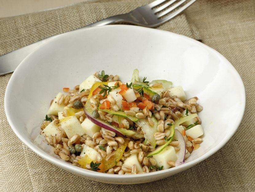 insalata-tiepida-di-farro-con-pecorino-e-verdure