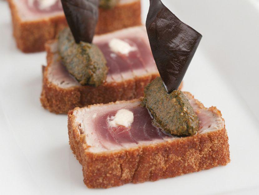 ricetta tonno-panato-con-cuore-morbido-e-pesto-cetarese