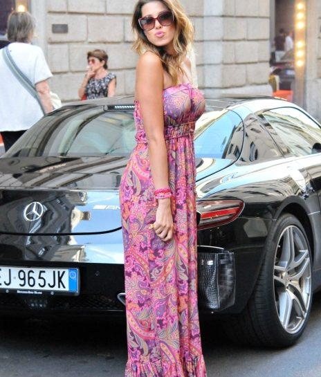 Aida Yespica shopping in abito da sera