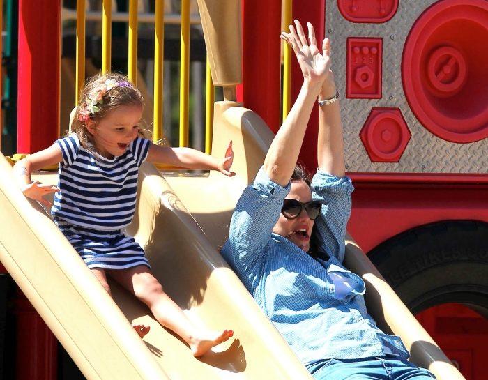La moglie di Ben Affleck con la figlia al parco