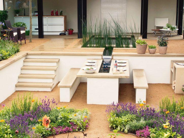 Allestici la tavola in giardino