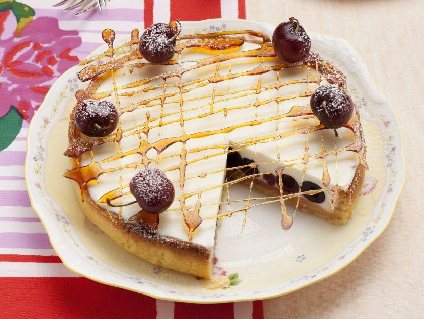 crostata-con-bavarese-e-ciliegie-al-porto preparazione