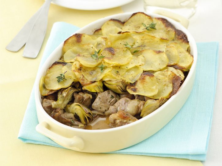 teglia-di-capretto-carciofi-e-patate foto