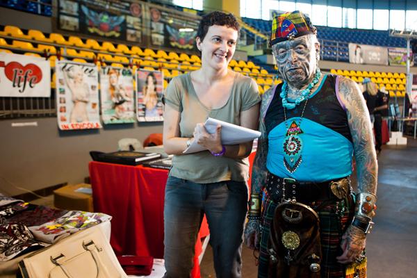 Tatuaggi: la giornalista di Donna Moderna con Angelo Piovan, l'uomo più tatuato d'Italia
