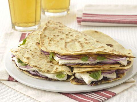 Piadine con paté di olive e primosale